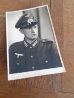 MANN IN DEUTSCHLAND DAZUMAL - JUNGER OFFIZIER IN POSE - MARKERSDORF - CHEMNITZTAL - NAME - WIDMUNG - 1942 - Guerre, Militaire