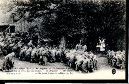 Guerre 14-18 Vie Au Front Messe Dur Le Front En Argonne, Dite Et Servie Par Des Soldats - Guerre 1914-18