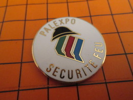 420 Pin's Pins / Belle Qualité & Rare / THEME POMPIERS : PALEXPO SECURITE FEU - Brandweerman
