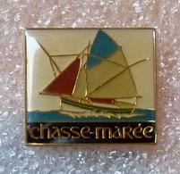 Lot De  7 Pin's Bateaux - SNSM : Chasse Marée - Fête Du Flobart Wissant - Flobart - Sauvetage En Mer - SNS 111 J. Denoye - Boats