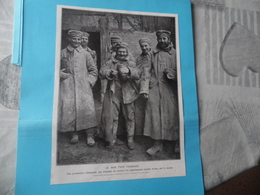"""GUERRE DE 1914-1918  -  """"LE BON PAIN FRANCAIS""""  -  Des Prisonniers Allemands Qui Viennent De Recevoir Les Appétissantes - Documents"""