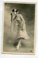 ARTISTE 1283 DE LIZIA Et Son Monocle Relevant Sa Robe   Timb 1905   Photographe SAZERAC - Artistes