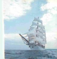Bateaux - Voiliers - Dar Mlodziezy - Un Des Plus Modernes Navires-écoles Du Monde Construit En 1981 Au Chantier Naval De - Voiliers