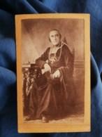 Photo CDV Lencou à Toulouse - Prêtre Curé Assis, Crucifix Avec Grosse Chaine, Second Empire Circa 1865 L489 - Anciennes (Av. 1900)