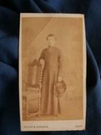 Photo CDV Decap Et Cordier à Toulouse - Jeune Prêtre, Curé En Pied Chapeau à La Main, Circa 1870-75 L489 - Anciennes (Av. 1900)
