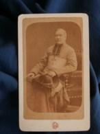 Photo CDV Eug. Delon à Toulouse - Religion, Prêtre, évêque Assis, Empire Circa 1875-80 L489 - Anciennes (Av. 1900)