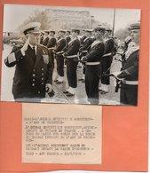 PHOTO. PARIS.ARC De TRIOMPHE. AMIRAL GORTCHKOV Sur La TOMBE Du SOLDAT INCONNU.1970  Achat Immédiat - Arc De Triomphe