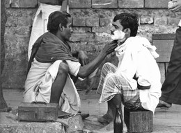 Photo Inde Calcutta Petits Métiers De Rue. Barbier...  Ph. Vivant Univers - Orte