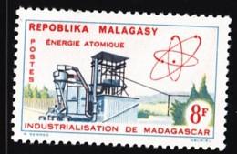 # Madagascar Malagasy .. YT 373  .. Energie Atomique .. Cote 0.90 € - Madagascar (1960-...)