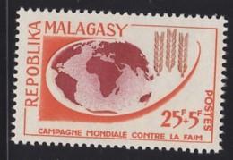 # Madagascar Malagasy .. YT 378 .. Campagne Contre La Faim, Epi Blé, Planisphere .. Cote 1.00 - Madagascar (1960-...)