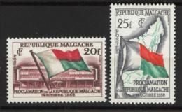 # Madagascar Malagasy .. YT 338 / 339  ** SC .. Proclamation Republique Malgache .. Cote 1.50 € - Madagascar (1960-...)