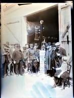 Rare Plaque De Verre Négative 18 X 13 Cm Groupe D'hommes ,enfants Et Capitaine  Devant Téléscope Géant - Photographs