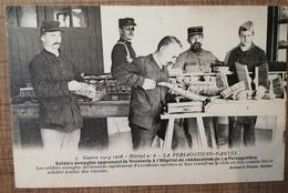 CPA 44 NANTES Soldats Aveugles Apprenant La Brosserie à L'hôpital De Rééducation De La Persagotière. GUERRE 14-18 - Nantes