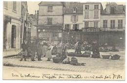 36-ISSOUDUN-Place Du Marché Aux Légumes...1903  Animé - Issoudun