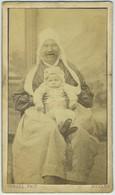 CDV 1868. Portrait D'un Nourrice Et D'un Bébé Par Teruel à Nevers. Envoyée Au Père à Alger. - Alte (vor 1900)