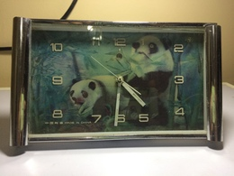 REVEIL RECTANGULAIRE CHINOIS - PANDA SUR CADRAN-RETRO DES ANNEES 70- REVEIL QUI FONCTIONNE - Alarm Clocks