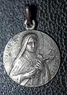 """Pendentif Médaille Religieuse Argent 800 Début XXe """"Sainte Thérèse De L'Enfant Jésus / Lisieux"""" Religious Medal - Religion & Esotérisme"""