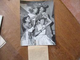 LA CHANTEUSE FANTAISISTE ANNE MONACO A RECU LE MADRAS D'HONNEUR DES CARATRES UNIVERSAL PHOTO 24cm/18cm - Personalità