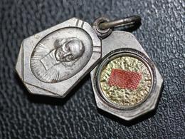 """Pendentif Médaille Religieuse Reliquaire """"Jean-Marie Vianney - Relique Du Curé D'Ars"""" Religious Medal - Religion & Esotérisme"""