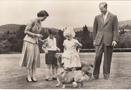 Postcard The Royal Family At Balmoral [ British ] HM The Queen Duke Of Edinburgh & Children RP My Ref  B24128 - Royal Families
