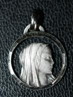 """Pendentif Médaille Religieuse """"Notre-Dame De Lourdes"""" Religious Medal - Religion & Esotérisme"""