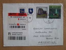 Une Enveloppe De Lettonie A Circulé En Argentine Avec Des Timbres Modernes Sur La Faune - Lettonie