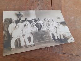 DEUTSCHER MANN DAZUMAL - LAZARETT - VERWUNDETE SOLDATEN - HAUSDAME - KRANKENSCHWESTER - 1916 - Guerra, Militares