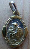 NM-265 Médaille Ancienne Métal Jaune Pourtour Ouvragé Cuges Les Pins - Religion & Esotérisme