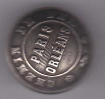 1  BOUTON EN METAL S.N.C.F Paris Orleans - Andere Verzamelingen