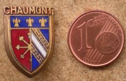 1 Insigne Blason Ancien En Métal Ville De CHAUMONT - Andere Verzamelingen