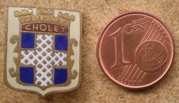 1 Insigne Blason Ancien En Métal Ville De CHOLET - Andere Verzamelingen