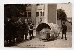 - CPA PHOTO 1910 - GOULET LE PORTEFAIX Et Son Tonneau De 300 Kg - - Célébrités