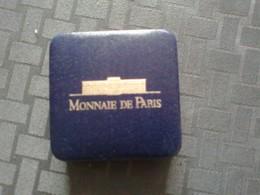 Monnaie Commémorative Argent B.U. Dans Sa Capsule Et écrin :100f 1993 Jean Moulin/ Résistance - France