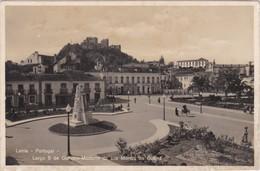 POSTCARD PORTUGAL - LEIRIA - LARGO 5 DE OUTUBRO - MONUMENTO AOS MORTOS DA GUERRA - Leiria