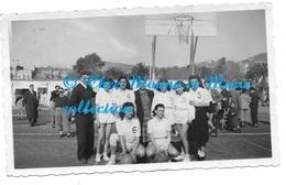 BASKET EQUIPE FEMININE MINIMES VOYAGE A BARCELONE 1949 - PHOTO 11*7 CM - Sports