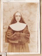X81256 Castres Tarn ? CDV Photographe 1880s Dimension 55x80mm Regard Soeur Coiffe Religieuse Cornette  Catholique - Photos