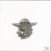 Pin's Armée - Parachutiste / Insigne Parachutiste. Estampillé J.Y Segalen Collection. Métal Vieilli. T707-24 - Militares