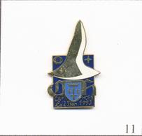 """Pin's Porte-Hélicoptères """"Jeanne D'Arc""""- Passage Du Cap Horn 1993. Non Est. Numéroté N# 773. EGF. T708-11 - Militaria"""
