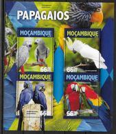 MOZAMBIQUE Feuillet N° 6954/57 * *  ( Cote 25e )  Oiseaux Perroquets - Papegaaien, Parkieten