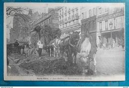 CPA - PARIS Vécu - Aux Halles - Enlèvement Des Détritus - Arrondissement: 01