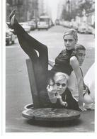 Photo De Burt Glinn Andy Warhol Dans Les égouts De Londres 1965 Warnol In London Sewers - Personalità