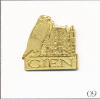 Pin's Tourisme - Château-Musée De La Chasse Et De La Nature De Gien (45) Avec Faucon. Non Est. Métal Doré. T714-09 - Animali