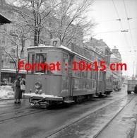 Reproduction D'une Photographie Ancienne D'un Tramway Ligne 17 Avec Publicité Gentia àLausanne Suisse En 1958 - Reproductions