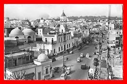 2 CPSM/pf TUNIS (Tunisie)  Place Bab Souika, Pub Café Bondin / Le Souk Des étoffes...K818 - Tunisia