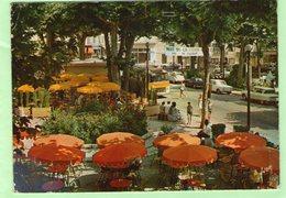 VENCE - Place Du Grand Jardin - (Vielles Voitures Citroën 2CV -Ami 6 - Autobus....) - - Vence
