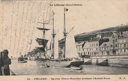 FECAMP  Navire Terre Neuvier Sortant L'Avant Port ( LJ 32 ) - Fécamp