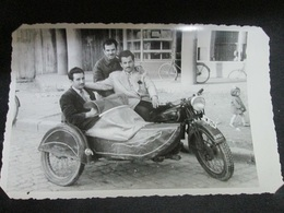 THREE FRIENDS IN OLD MOTORCYCLE GUZZ(I ?)  WITH SIDECAR, SKOPJE 1949, THREE PHOTOS - Automobiles