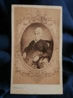 Photo CDV  Pestel à Paris  Femme âgée Assise  Coiffe  Robe à Manches Froncées  Sec. Empire  CA 1865 - L487 - Ancianas (antes De 1900)
