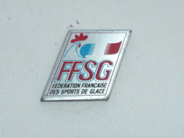 Pin's FEDERATION FRANCAISE DES SPORTS DE GLACE - Invierno