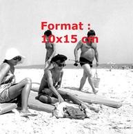 Reproduction D'une Photographie Ancienne De Sylvie Vartan Et Carlos à La Plage - Reproductions